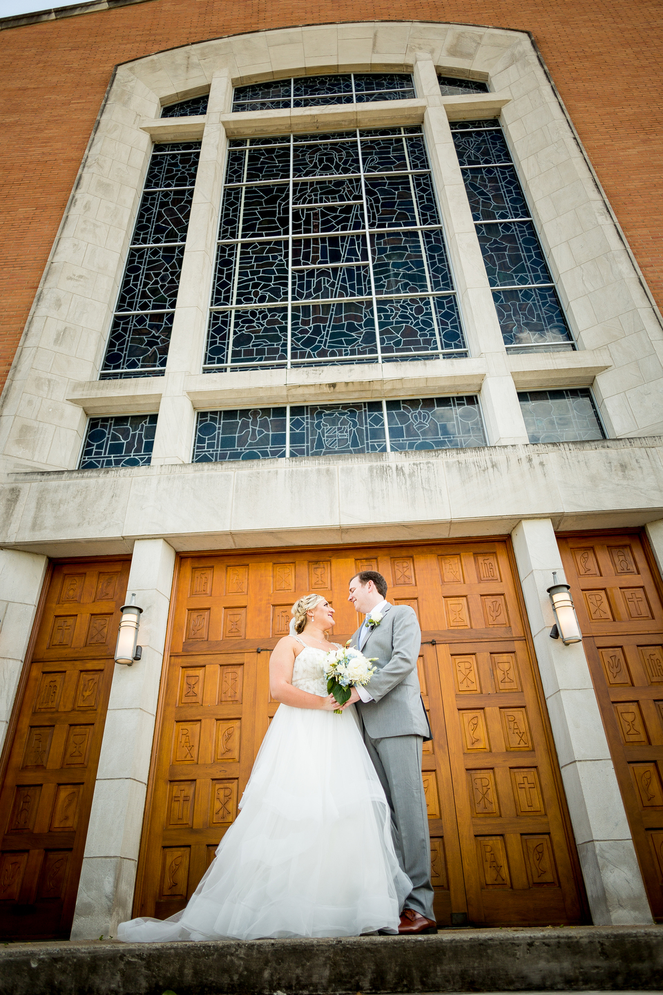 Creative wedding photo ideas: Charming & Fun Hutton Hotel Nashville Wedding