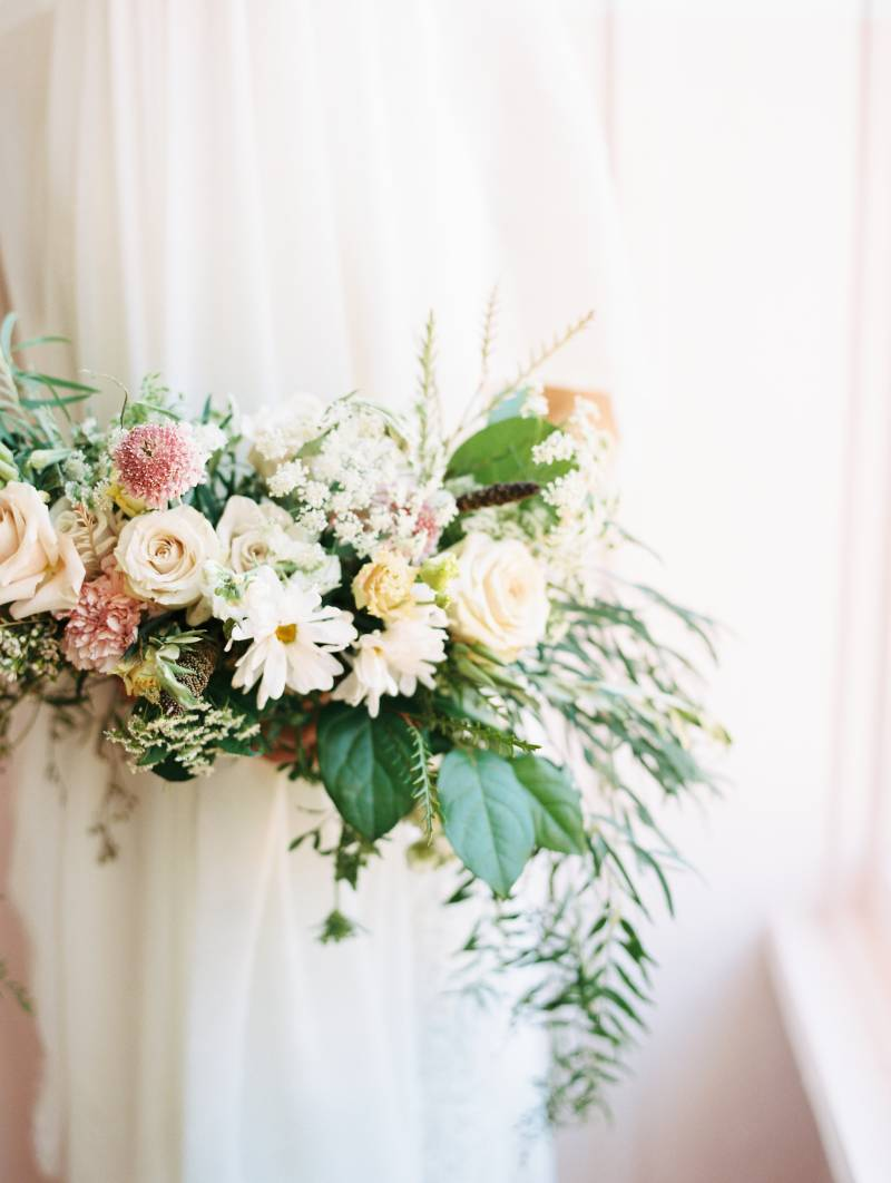 Wild wedding bouquet: Bold 70's wedding inspiration featured on Nashville Bride Guide!