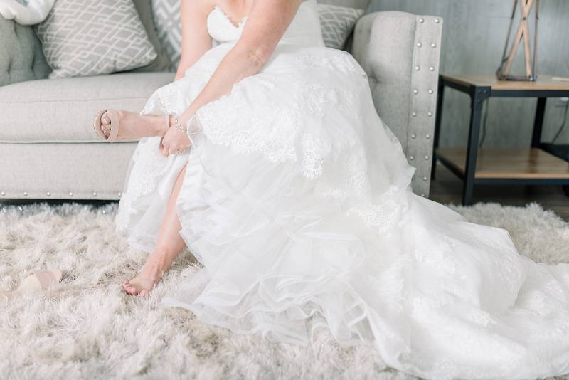 Bride getting ready: Hidden Creek Farm Wedding featured on Nashville Bride Guide