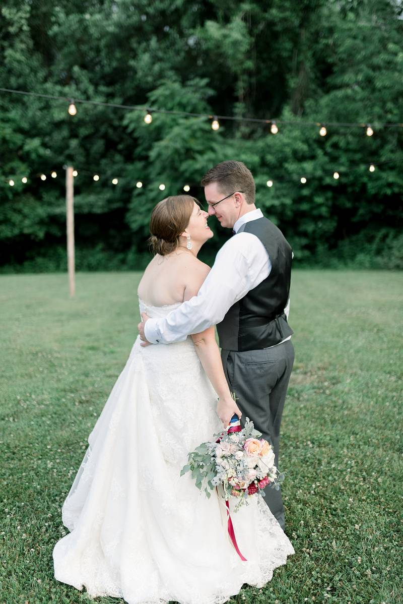 Couples wedding photography: Hidden Creek Farm Wedding featured on Nashville Bride Guide