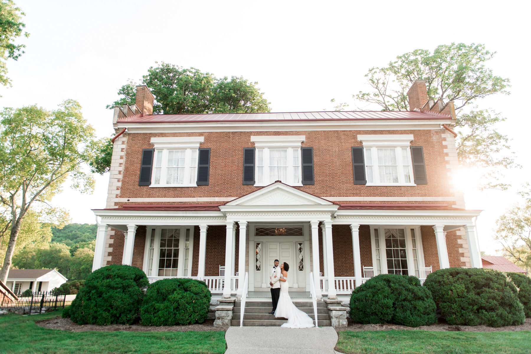 Summer Peach and Tea Inspired Wedding at Ravenswood Mansion in Brentwood, TN. Photography by Ivory Door Studio