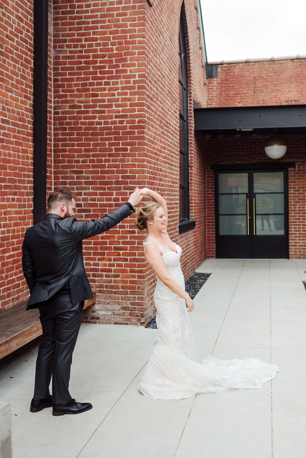 Wedding photography: Nashville wedding at Clementine featured on Nashville Bride Guide