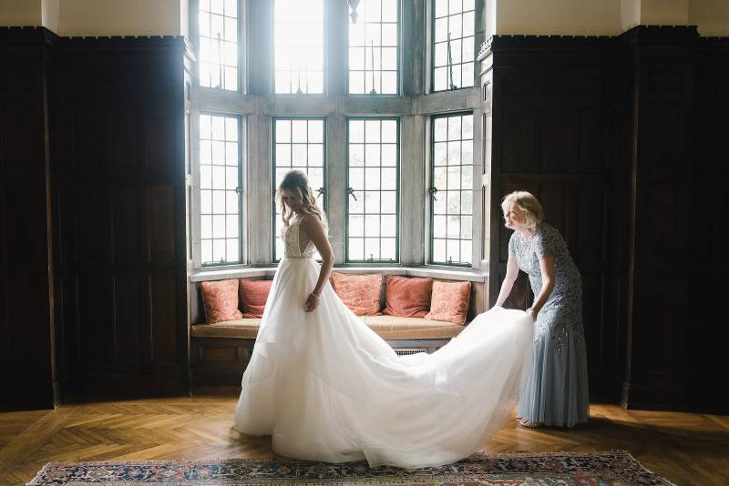 Bride getting ready: Bell Tower Wedding featured on Nashville Bride Guide