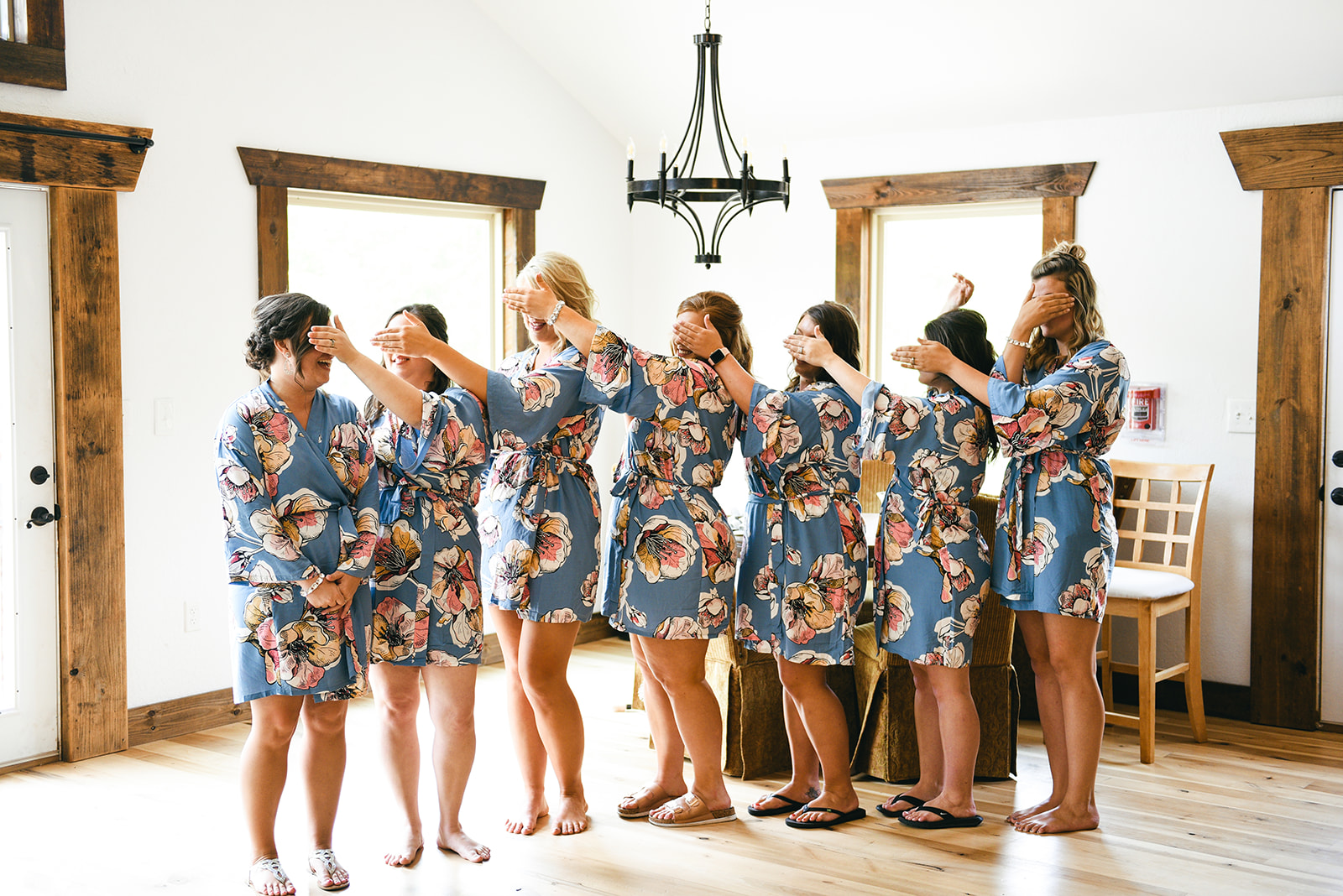 Bridal party photo ideas: Elegant Cason Cove Wedding featured on Nashville Bride Guide