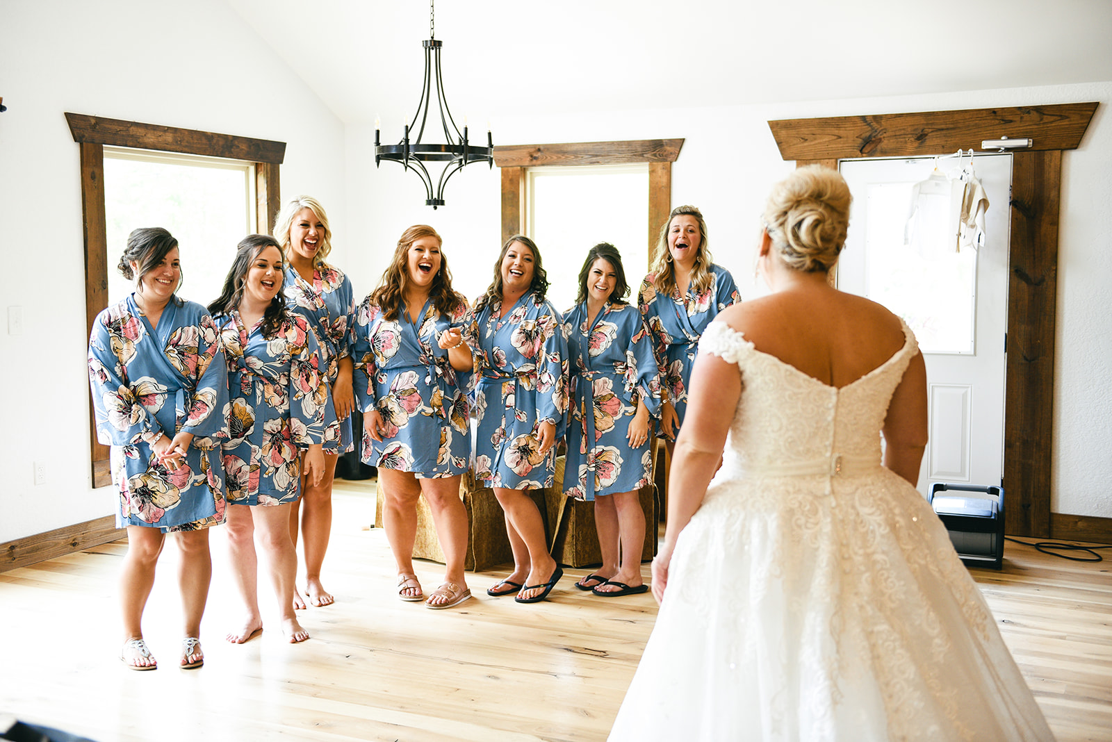 Wedding party photography: Elegant Cason Cove Wedding featured on Nashville Bride Guide