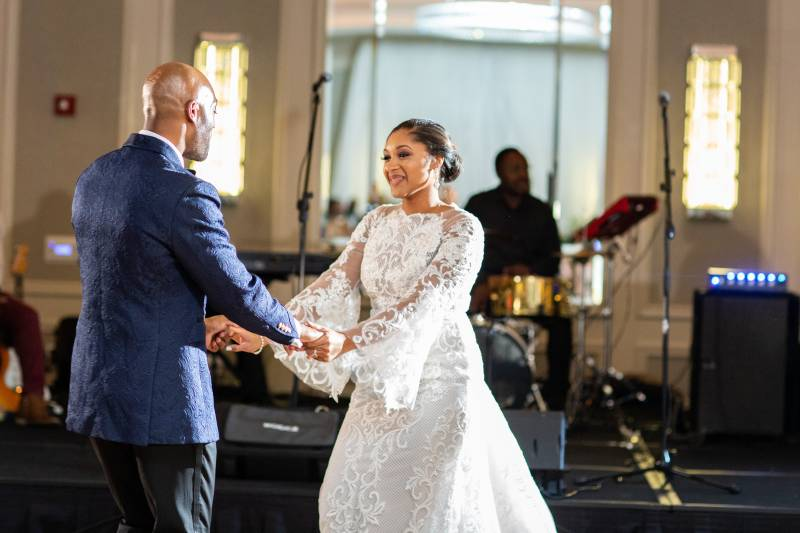 Wedding first dance: Downtown Hilton Nashville wedding captured by Sharon Theresa Wheaton Photography featured on Nashville Bride Guide