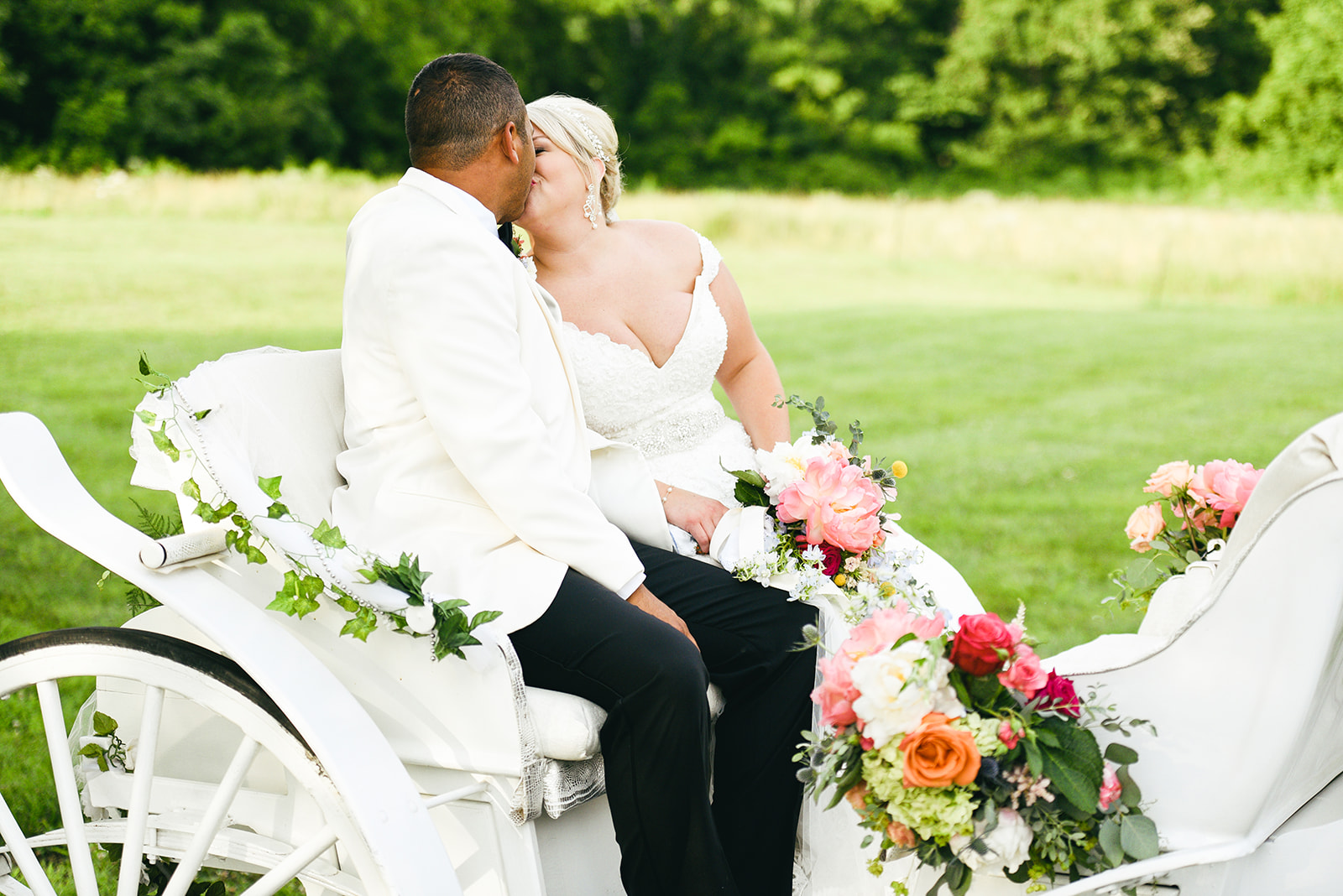 Horse carriage: Elegant Cason Cove Wedding featured on Nashville Bride Guide