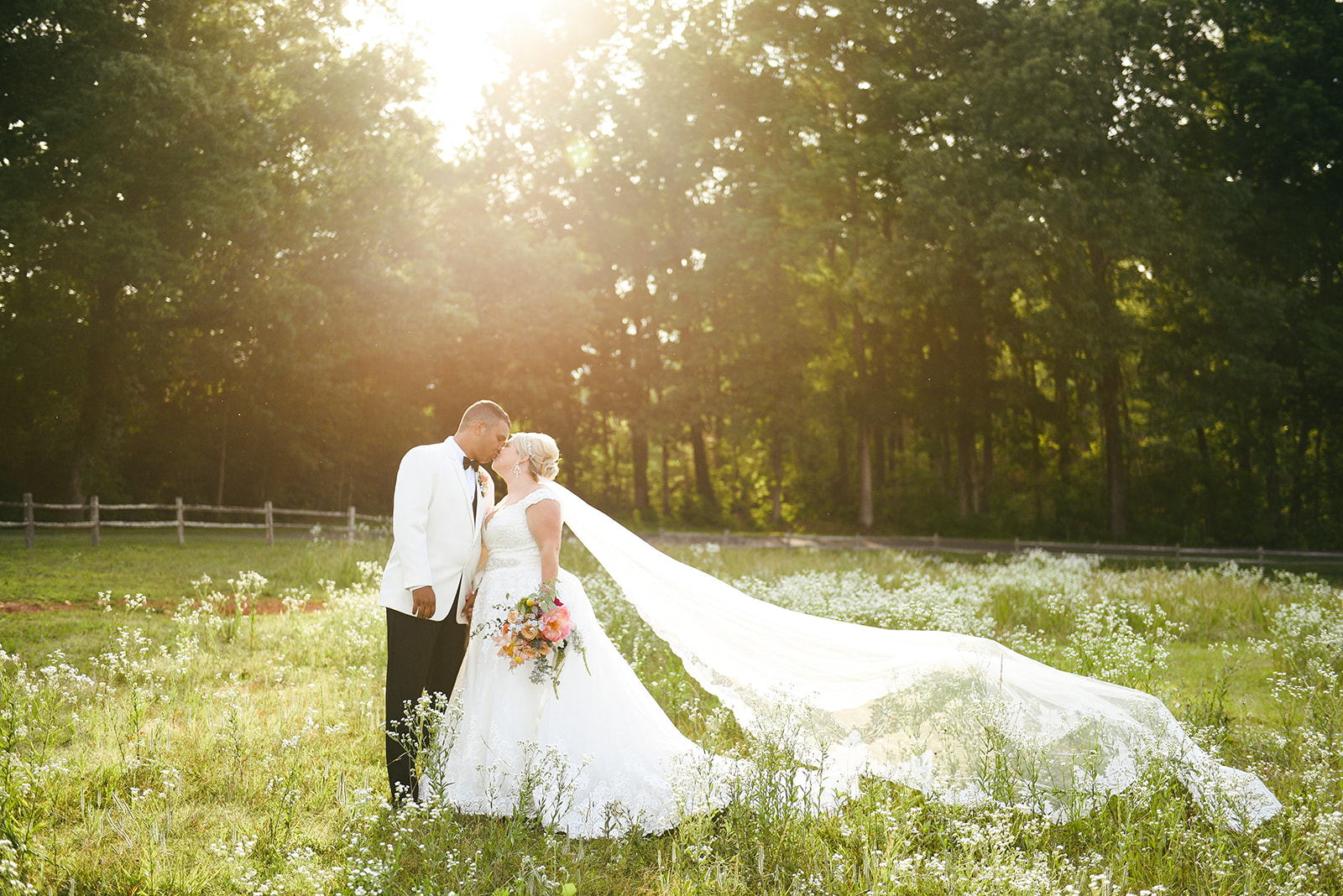 Golden hour wedding photography: Elegant Cason Cove Wedding featured on Nashville Bride Guide