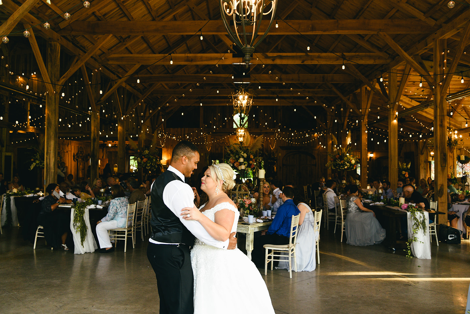 Wedding first dance: Elegant Cason Cove Wedding featured on Nashville Bride Guide