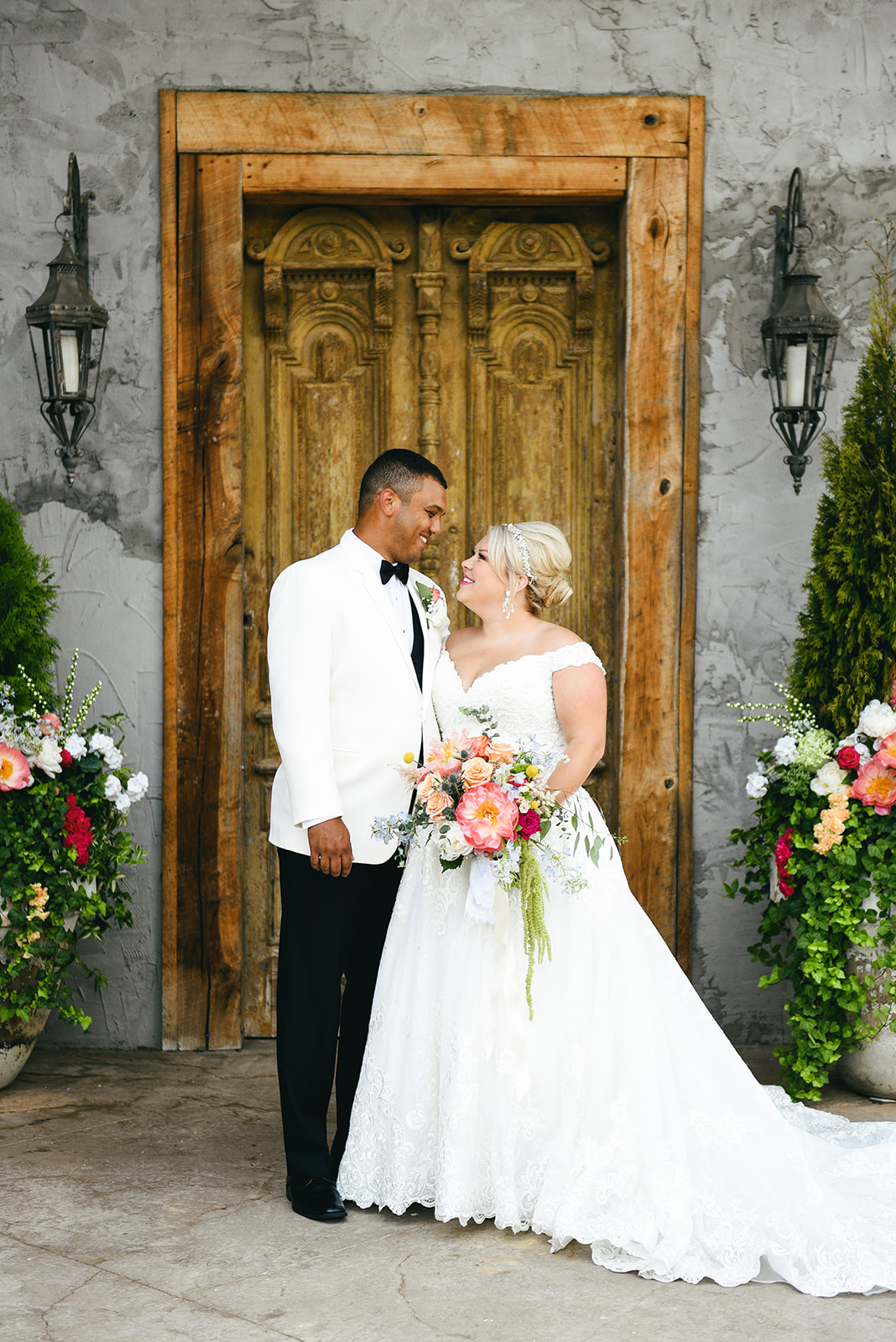Wedding portrait: Elegant Cason Cove Wedding featured on Nashville Bride Guide