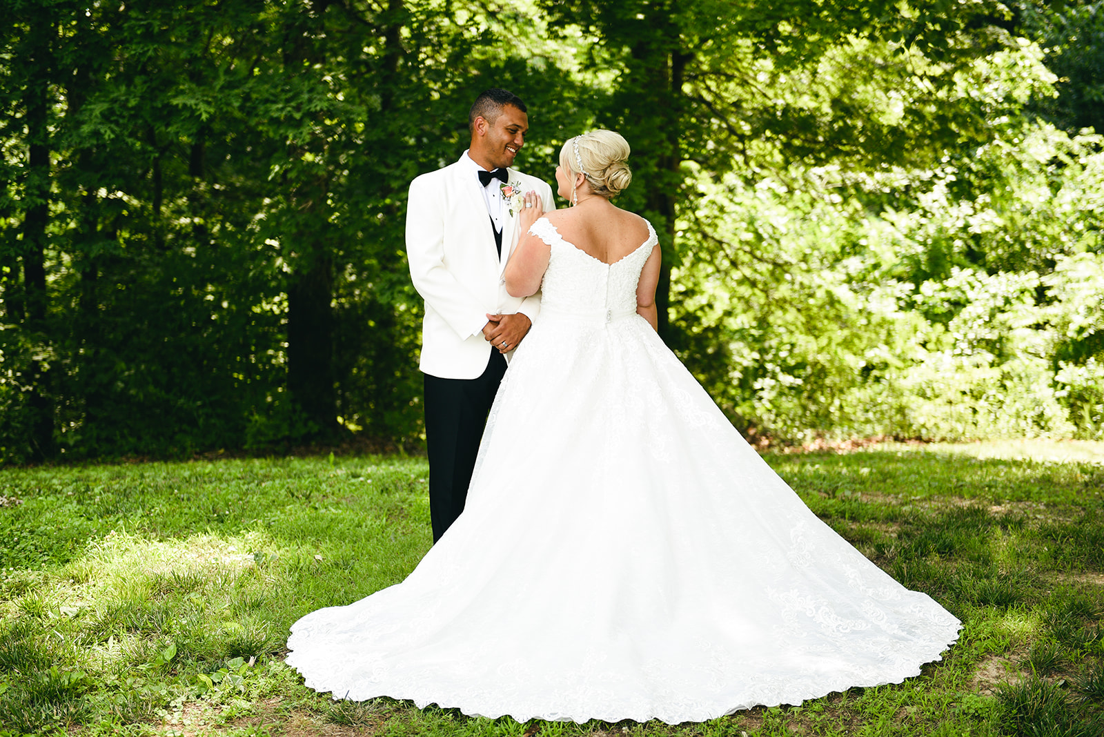 Elegant Cason Cove Wedding featured on Nashville Bride Guide
