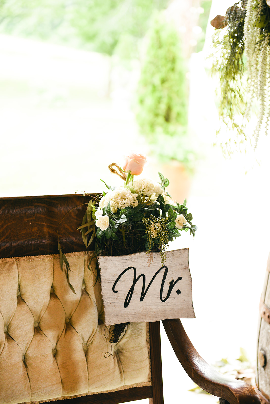 Wedding sweetheart table decor: Elegant Cason Cove Wedding featured on Nashville Bride Guide