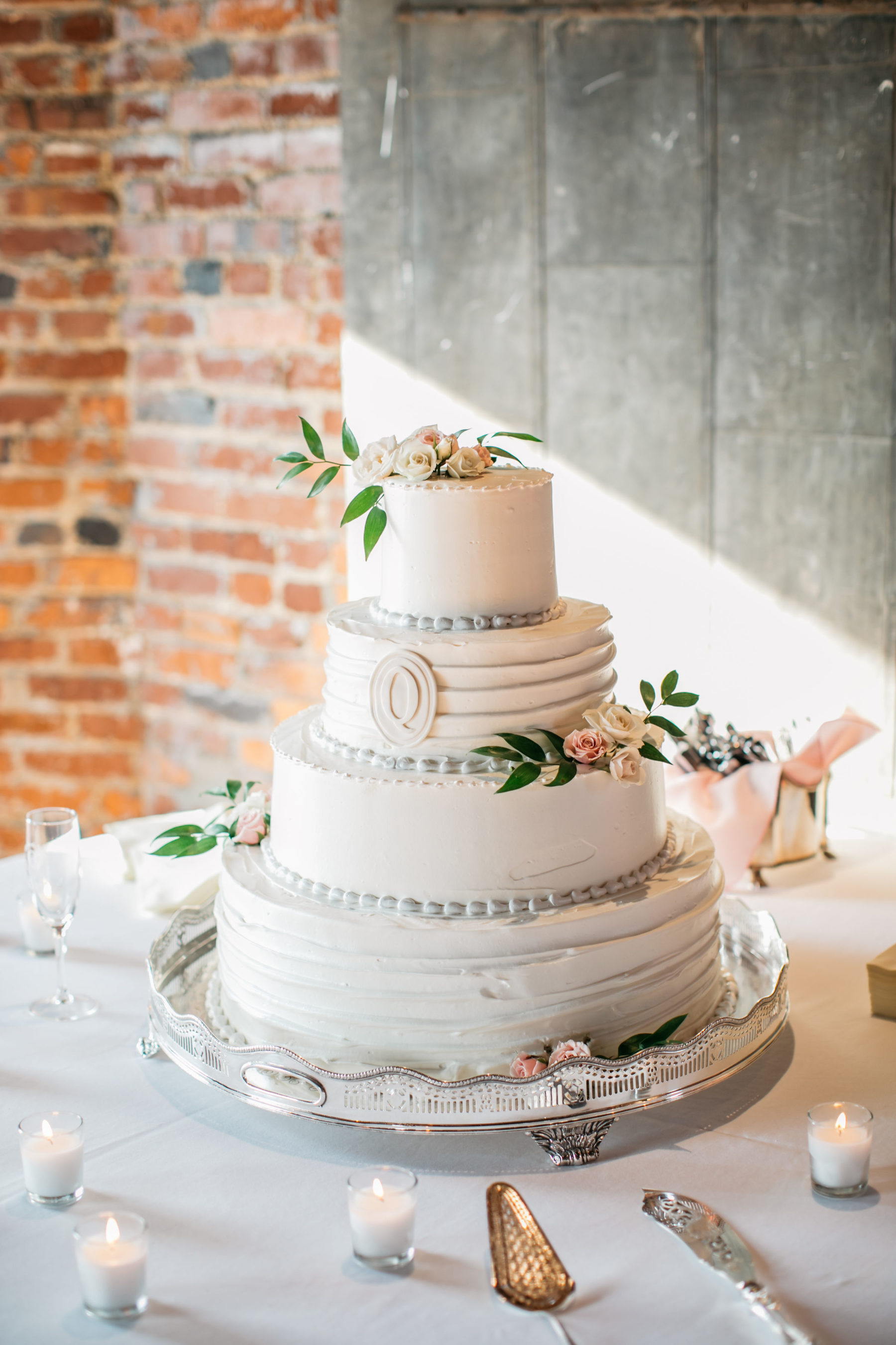 Wedding cake: Simply Elegant Nashville Wedding captured by Meredith Teasley