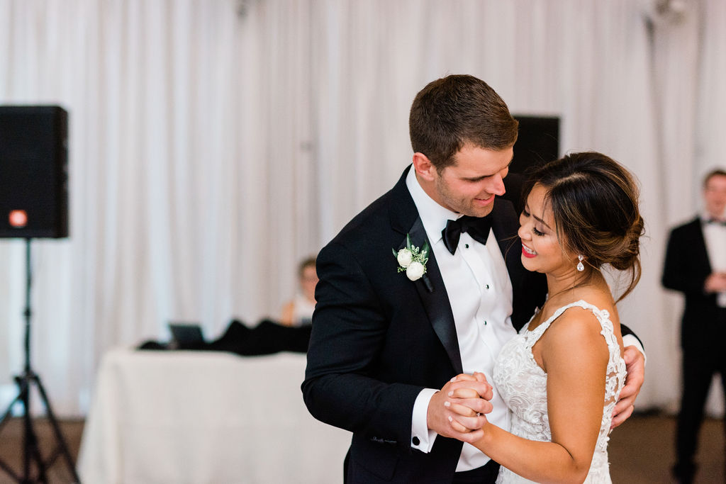 Wedding first dance: Wedding portrait by Nashville wedding photographer Maria Gloer Photography