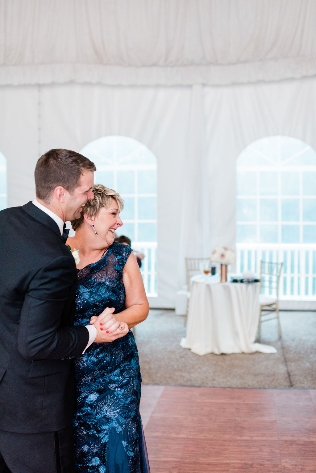 Mother/son dance for Nashville Wedding captured by Maria Gloer Photography