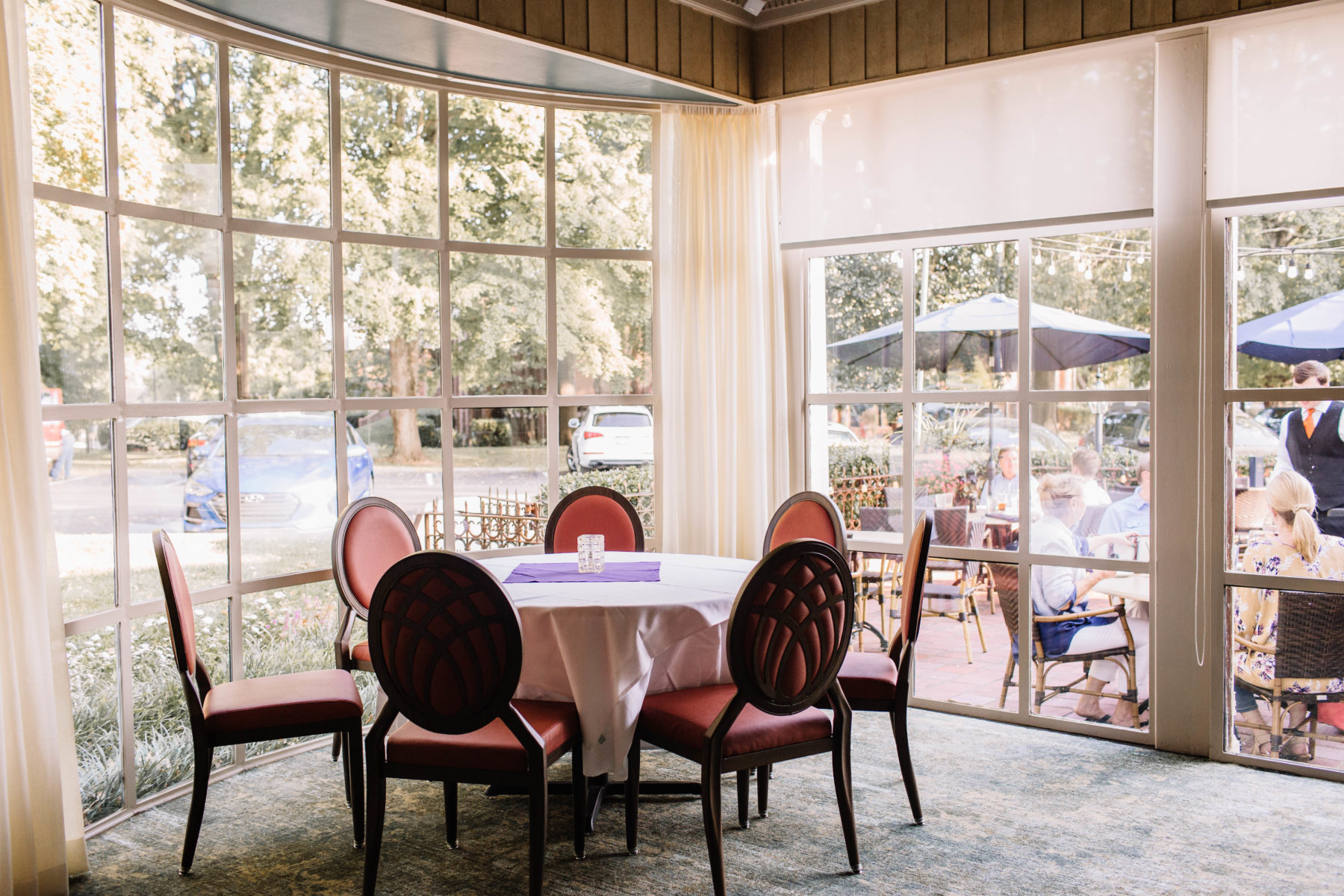 Mere Bulles Renovated Look featured on Nashville Bride Guide