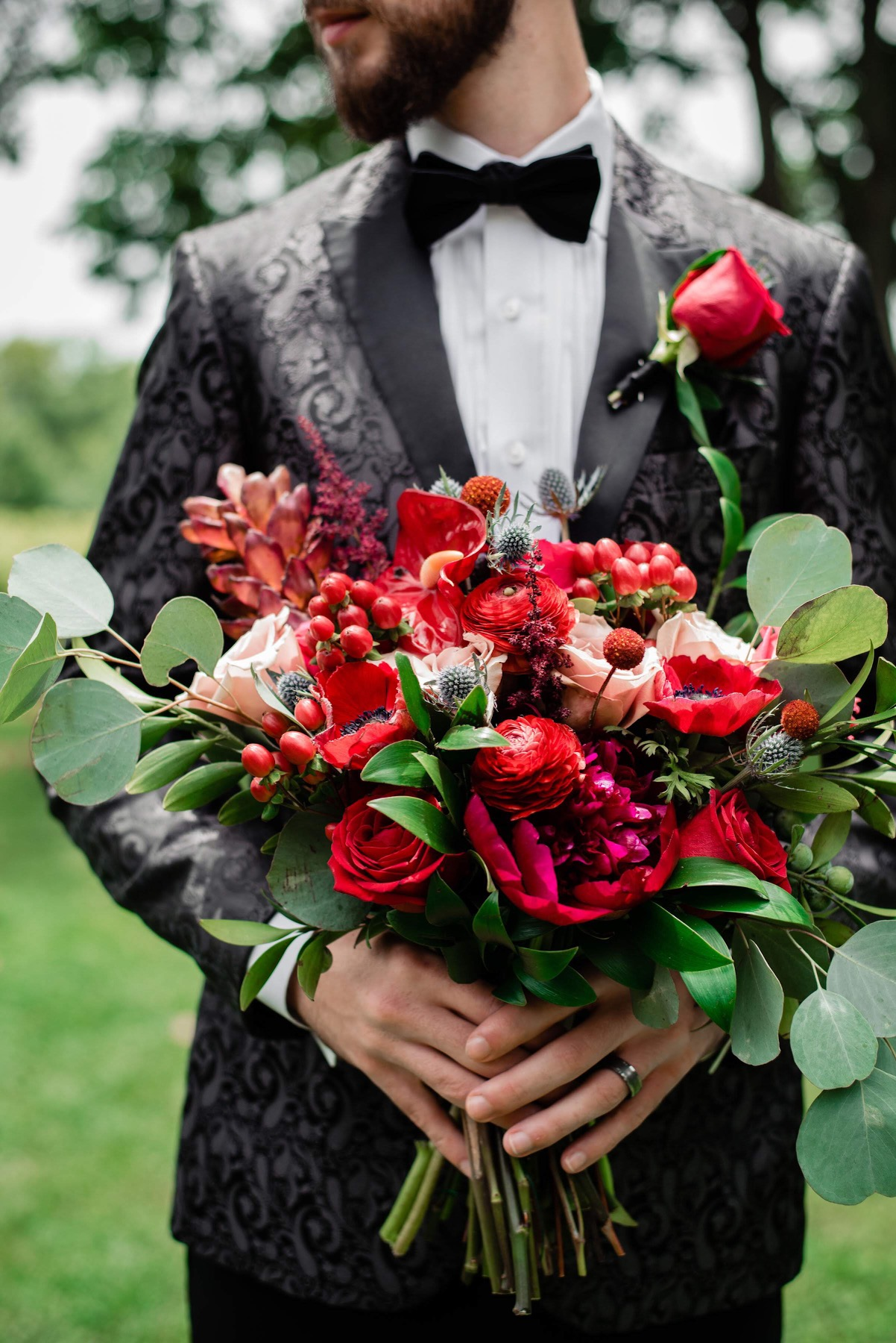 Styled Wedding at Arrington Vineyards in Arrington, Tennessee featuring cherry red and teal color palatte