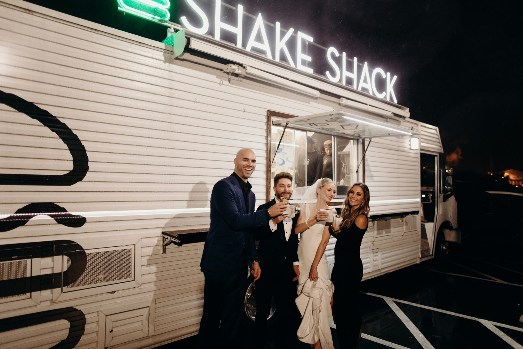 Shake Shack Wedding Food: Lauren & Chris Lane's 14 TENN wedding featured on Nashville Bride Guide