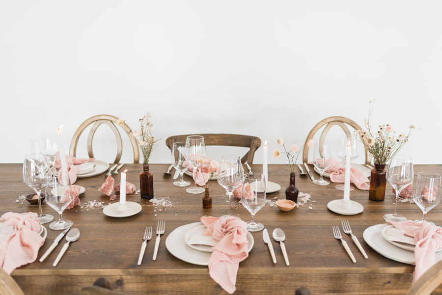 Natural Wedding Table Decor: Organic Blush Wedding Inspiration captured by Mandy Liz Photography
