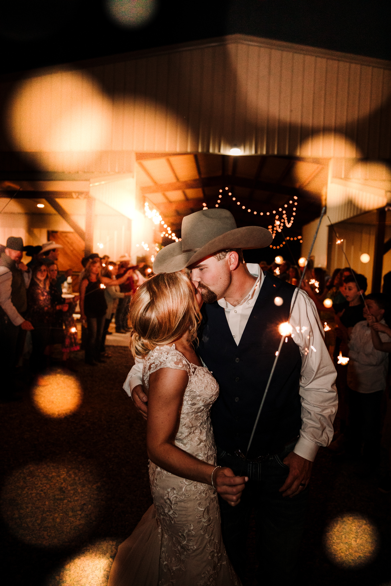 Simple Barn Wedding by Wedding Photographer Billie-Shaye Style