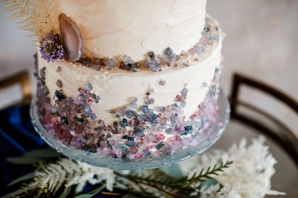 Modern wedding cake details: Moody Spring Styled Shoot and Cedarmont Farm featured on Nashville Bride Guide