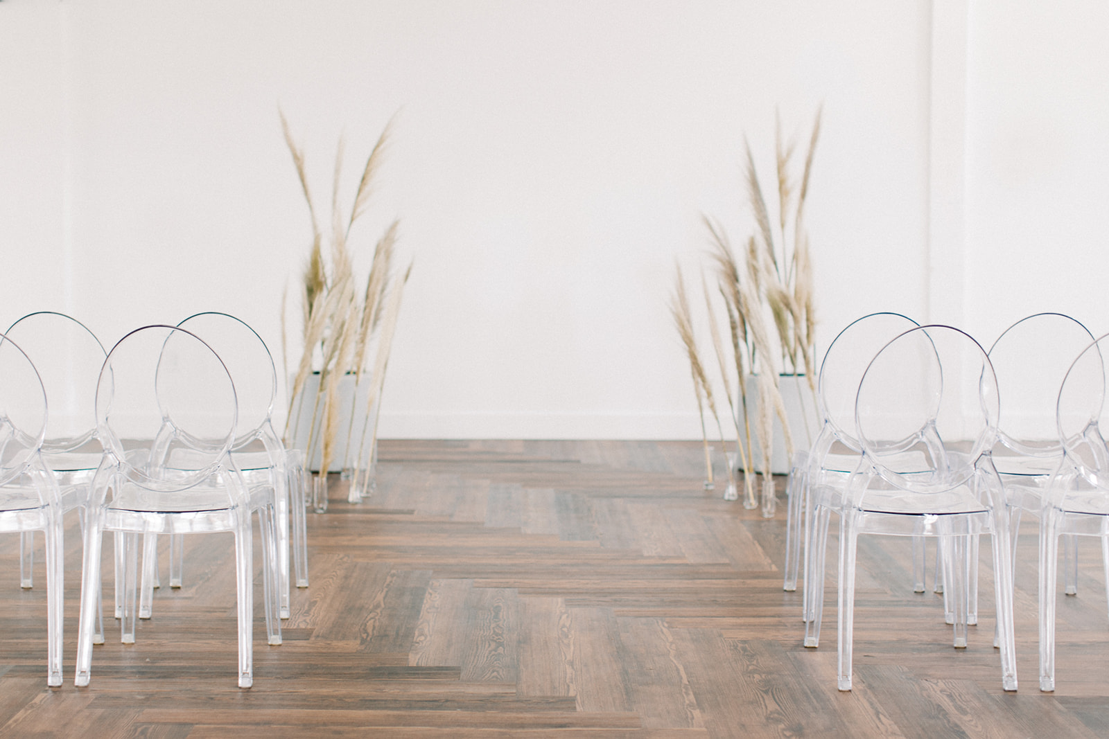 Minimal wedding ceremony decor: Clean & Modern Styled Shoot at 14TENN featured on Nashville Bride Guide