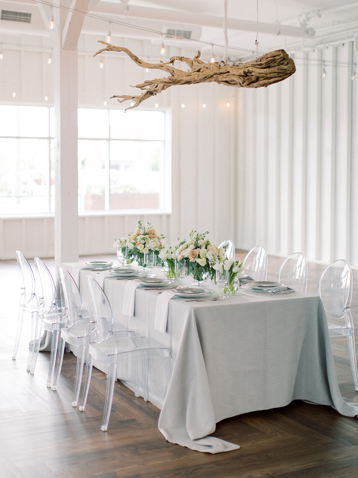Wedding tablescape inspiration: Clean & Modern Styled Shoot at 14TENN featured on Nashville Bride Guide