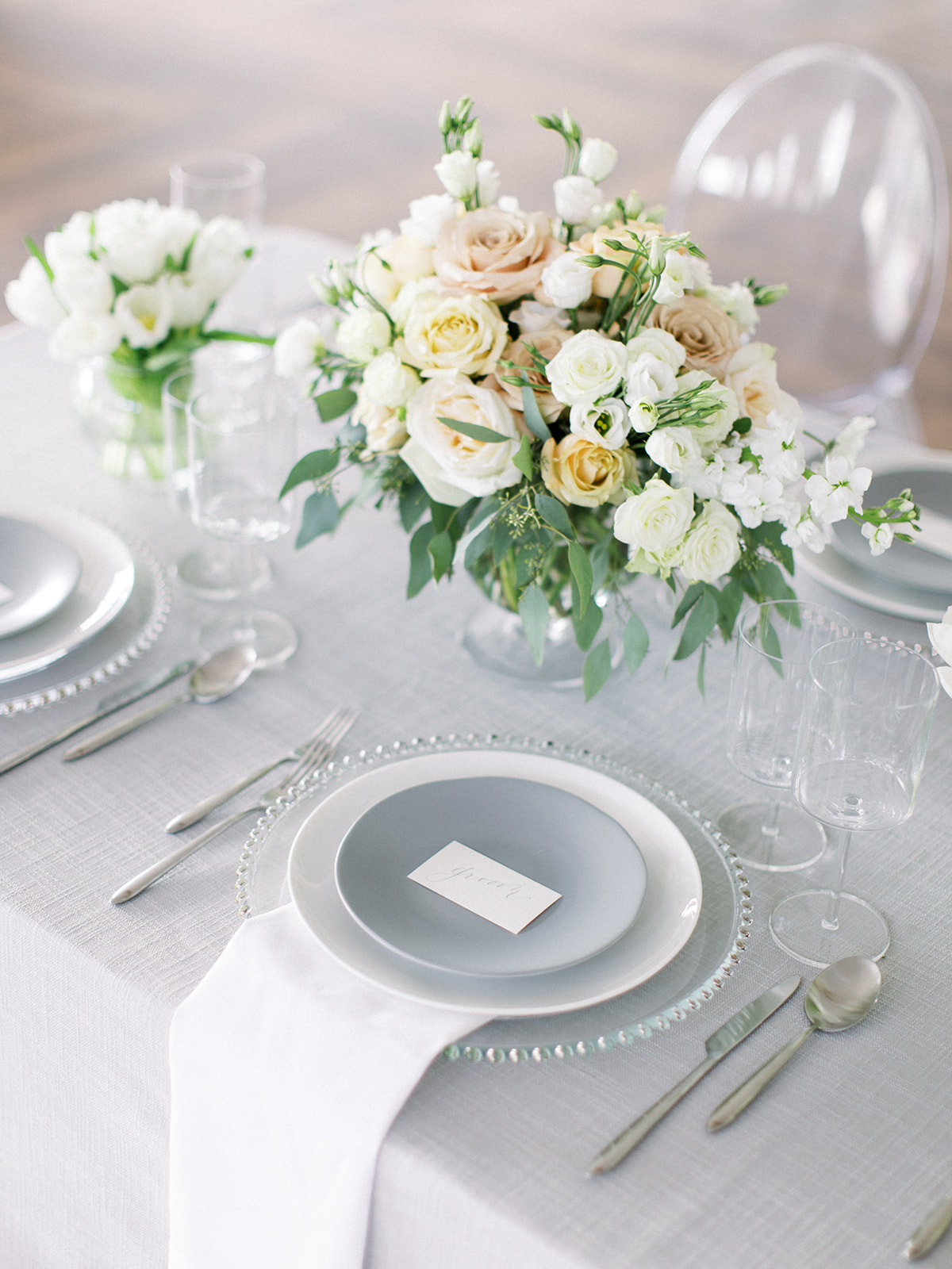 Neutral wedding centerpieces: Clean & Modern Styled Shoot at 14TENN featured on Nashville Bride Guide