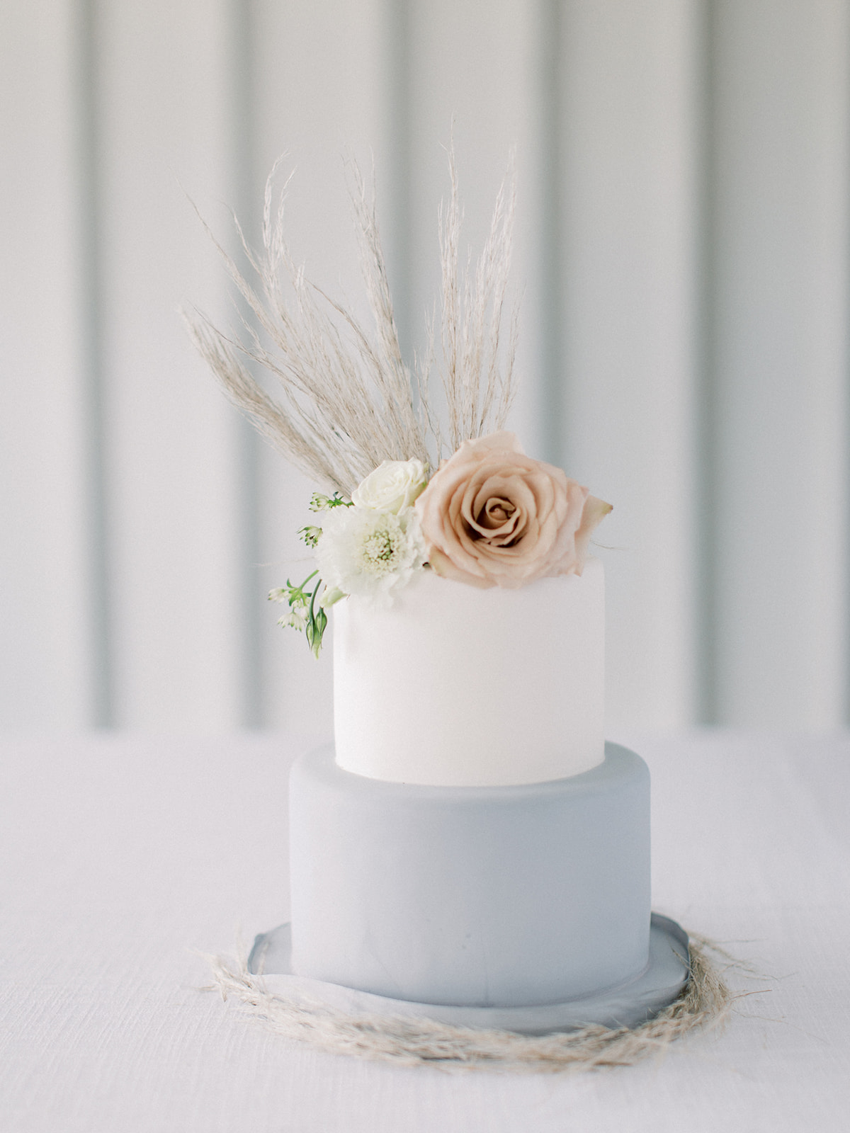 Gray and white wedding cake: Clean & Modern Styled Shoot at 14TENN featured on Nashville Bride Guide