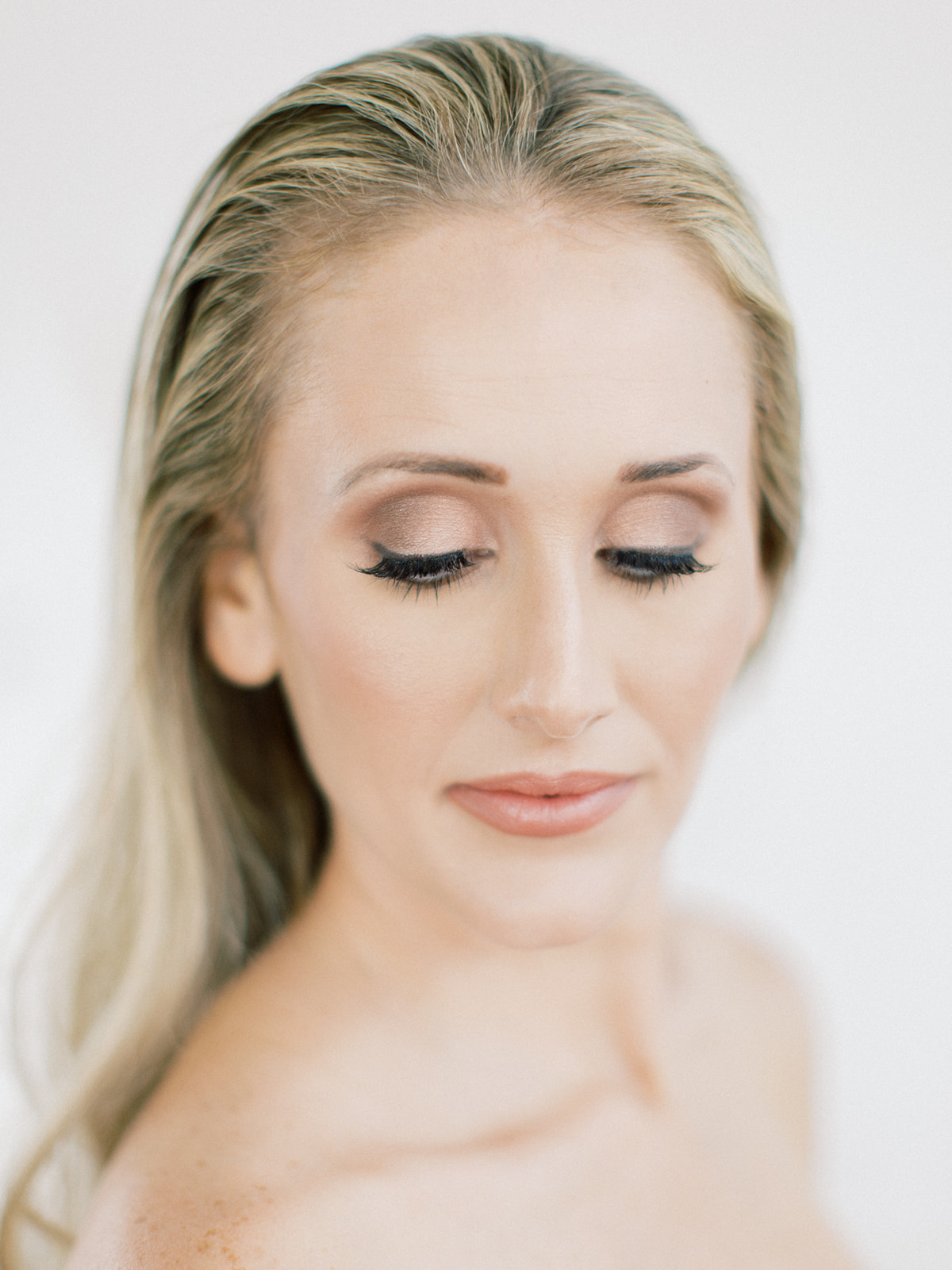 Soft and smokey wedding makeup: Clean & Modern Styled Shoot at 14TENN featured on Nashville Bride Guide