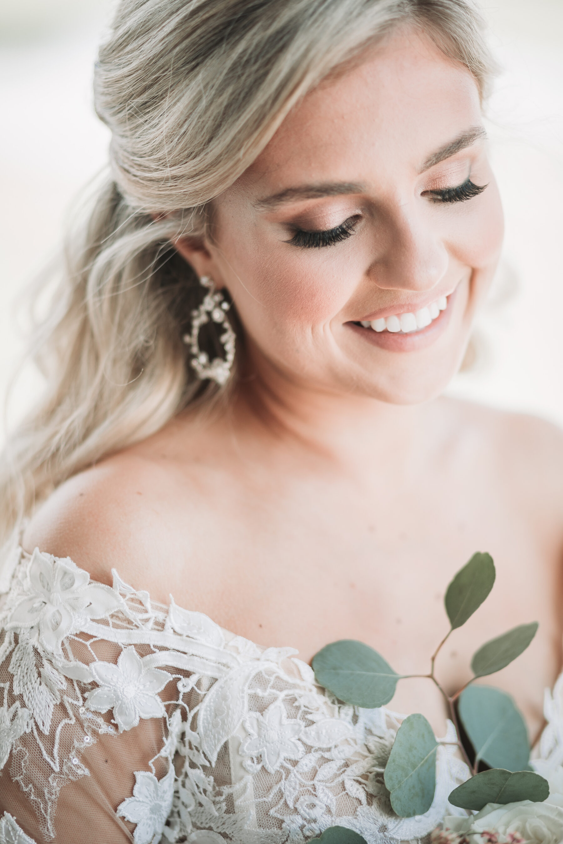 Bridal makeup: Romantic Country Club Soiree by Juniper Weddings featured on Nashville Bride Guide