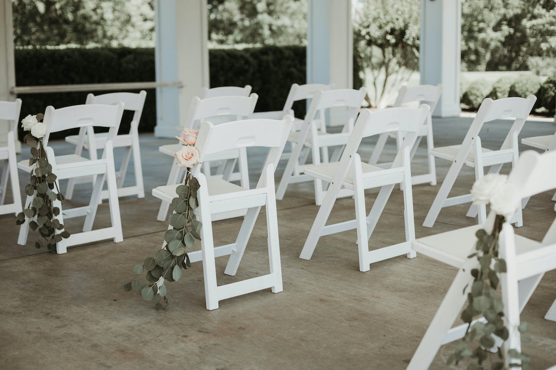 Social distancing wedding: Romantic Country Club Soiree by Juniper Weddings featured on Nashville Bride Guide