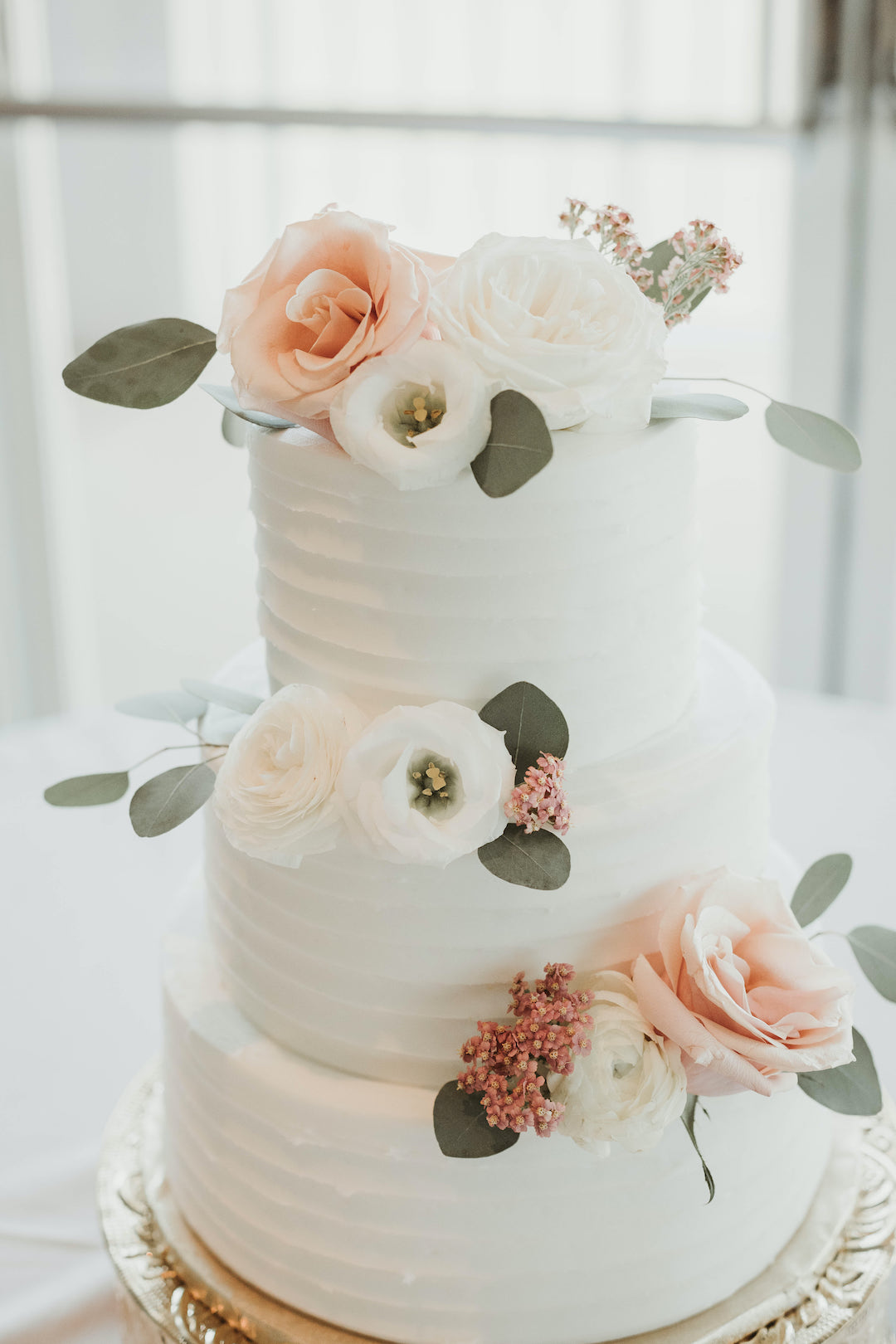 Classic floral wedding cake: Romantic Country Club Soiree by Juniper Weddings featured on Nashville Bride Guide