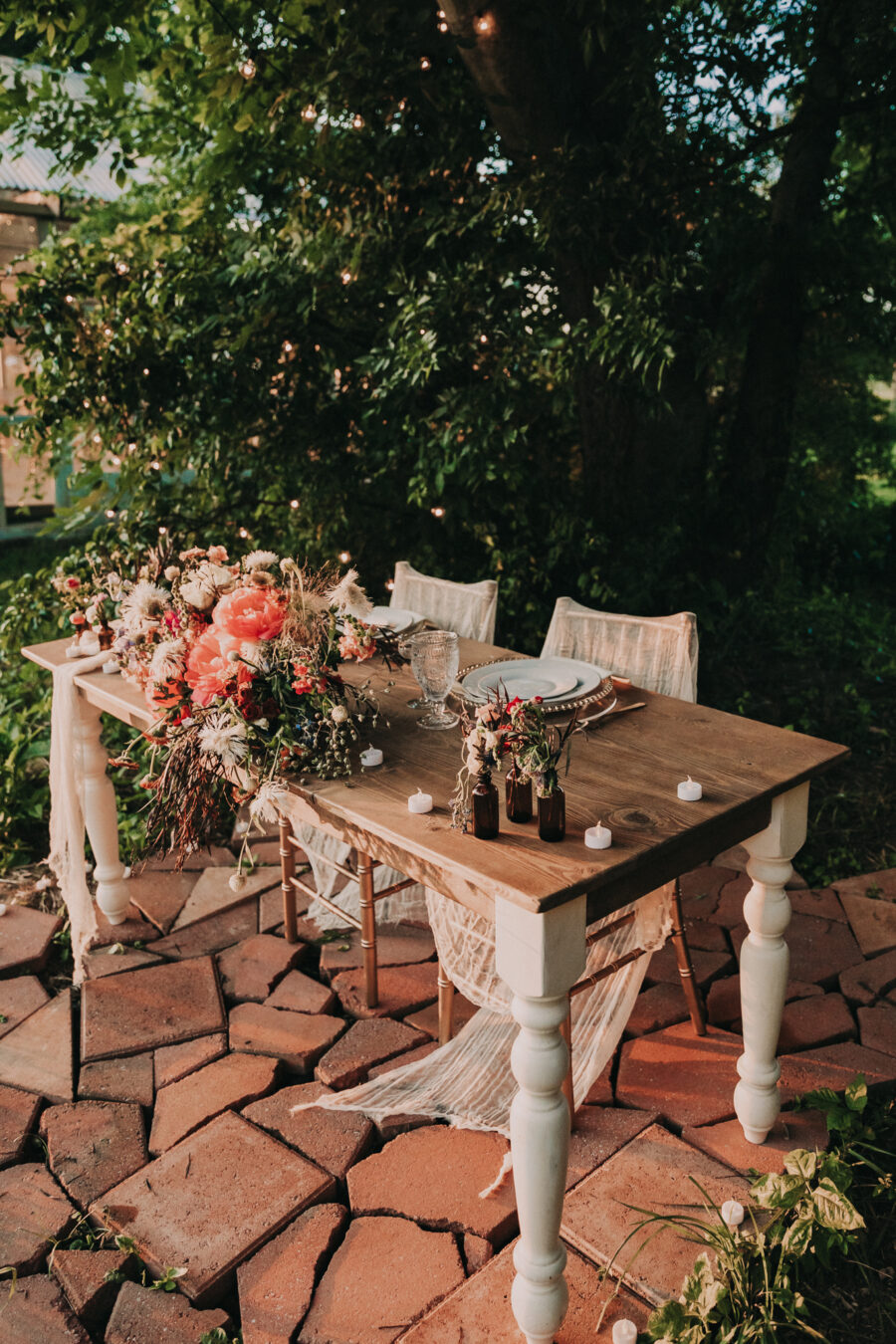 Outdoor wedding reception table: Flower Farm Styled Shoot by Billie-Shaye Style featured on Nashville Bride Guide