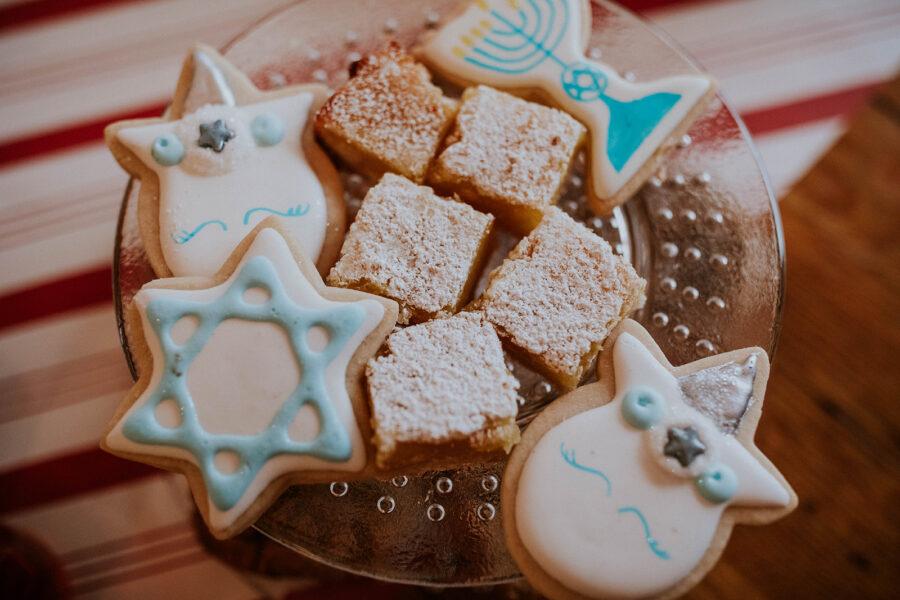 Wedding cookies for Loveless Barn wedding