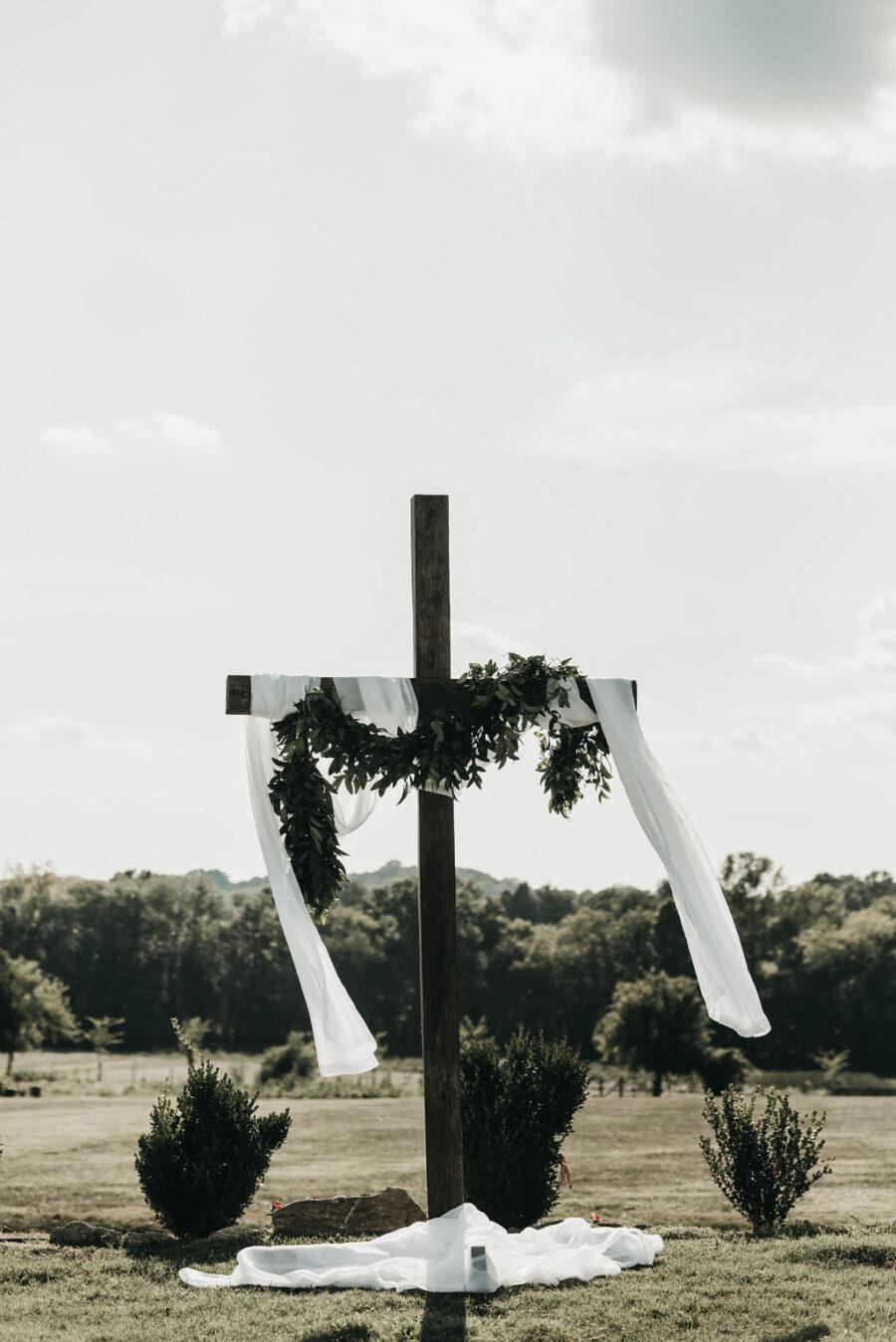 Outdoor wedding backdrop at Allenbrooke Farms