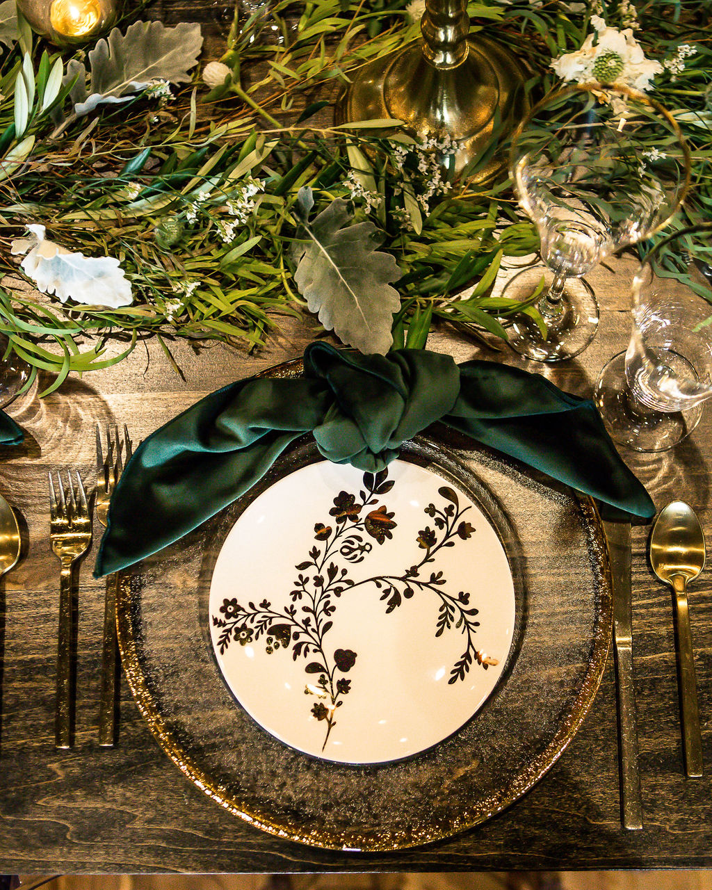 Black and white printed wedding table decor: Travel Inspired Photo Shoot