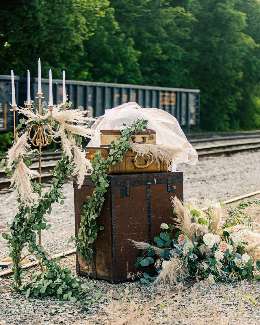 Vintage wedding decor: Travel Inspired Photo Shoot
