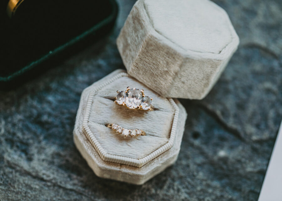 Oval wedding and engagement ring