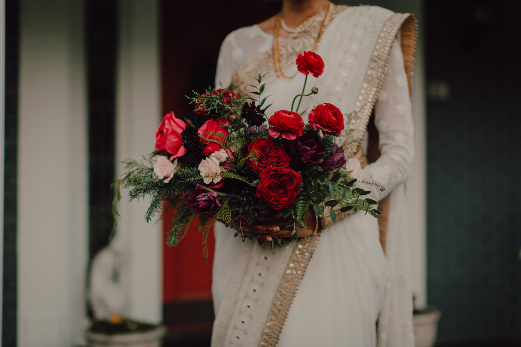 Red winter wedding bouquet | Nashville Bride Guide