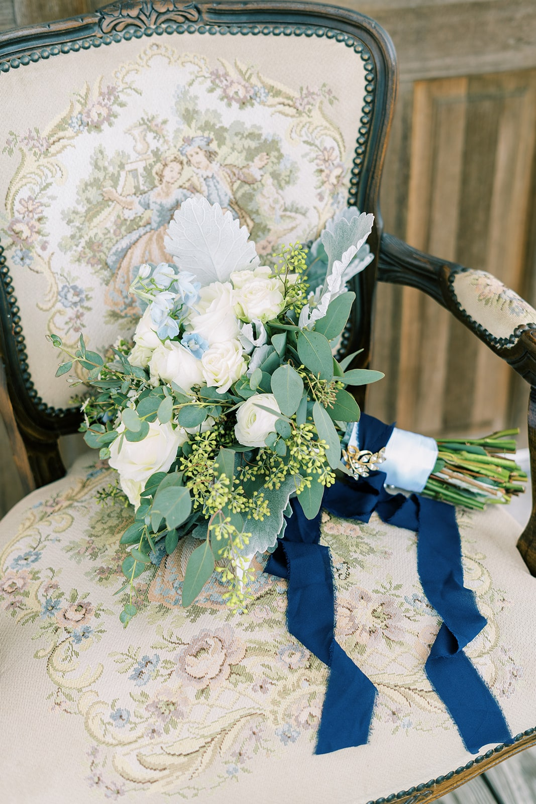 White and greenery wedding bouquet | Nashville Bride Guide