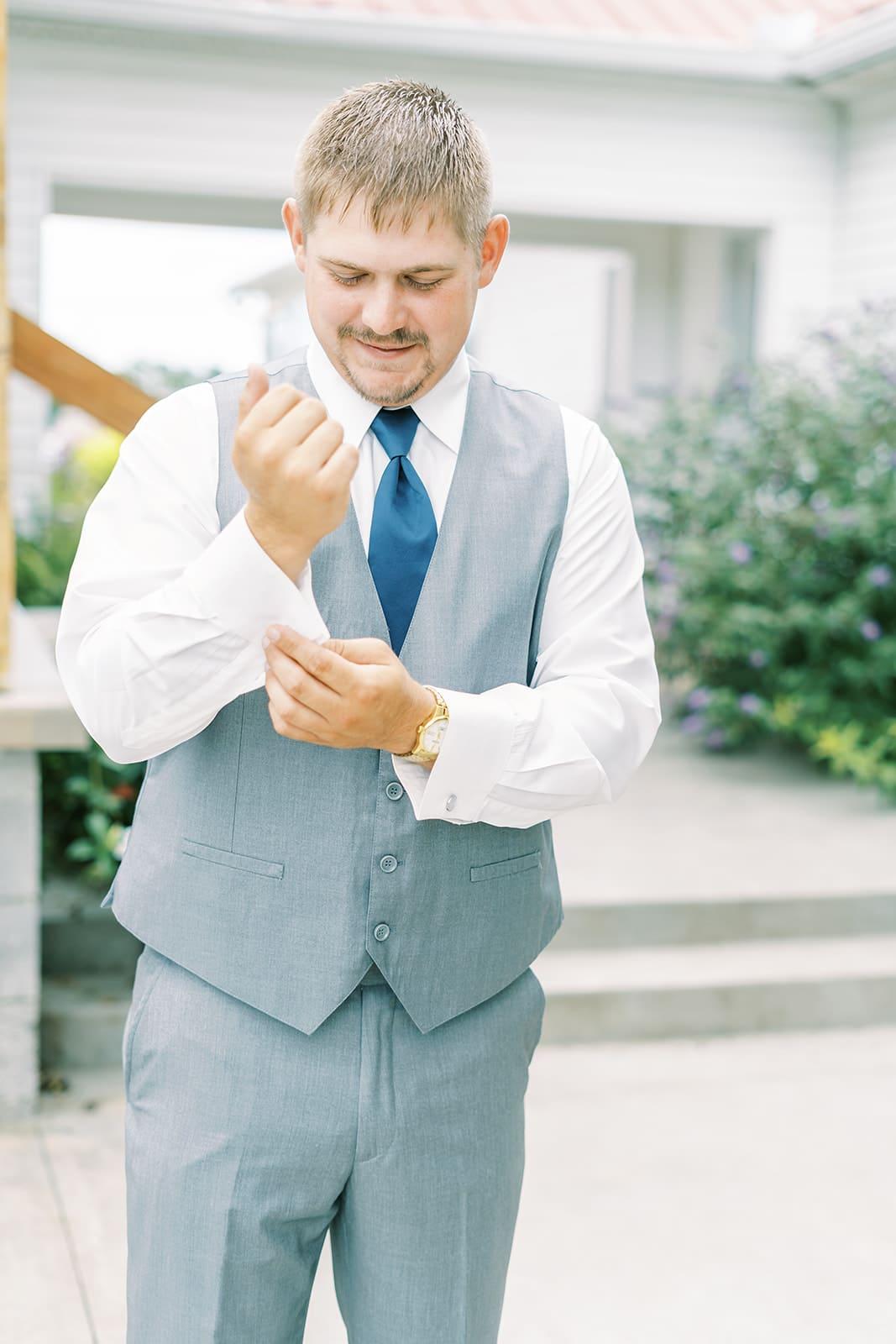 Blue wedding tie | Nashville Bride Guide