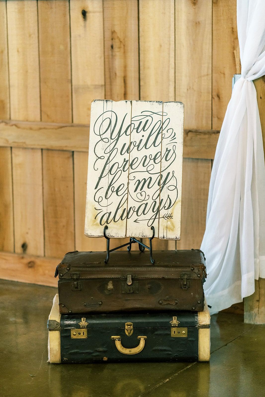 Rustic wedding decor | Nashville Bride Guide