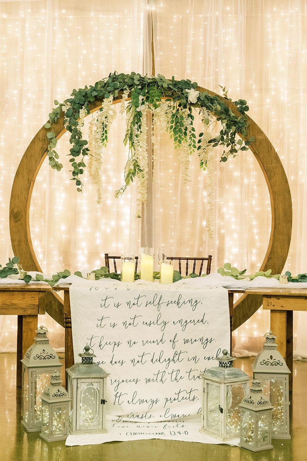Rustic wedding sweetheart table inspiration | Nashville Bride Guide