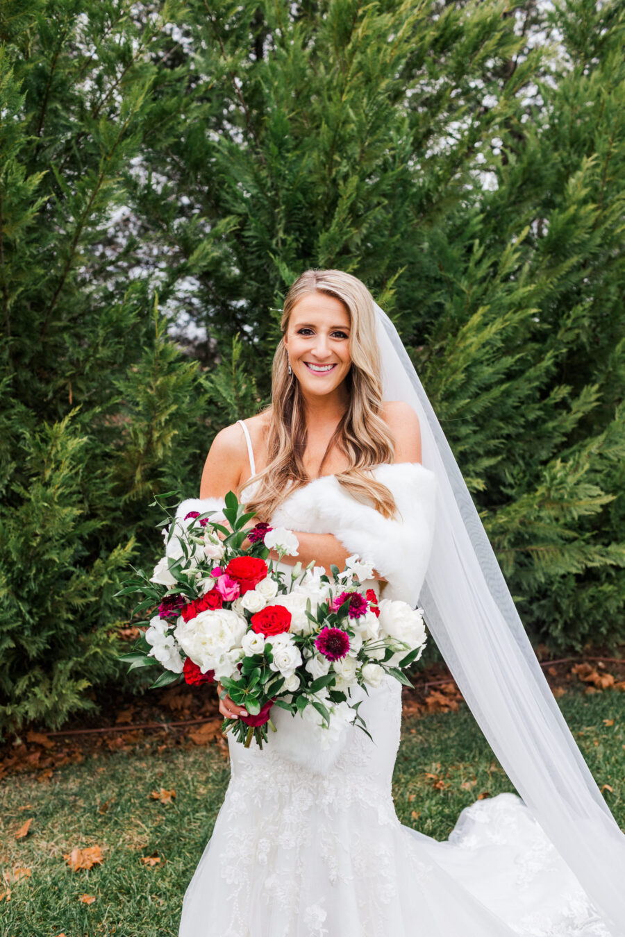 White and red wedding bouquet | Nashville Bride Guide