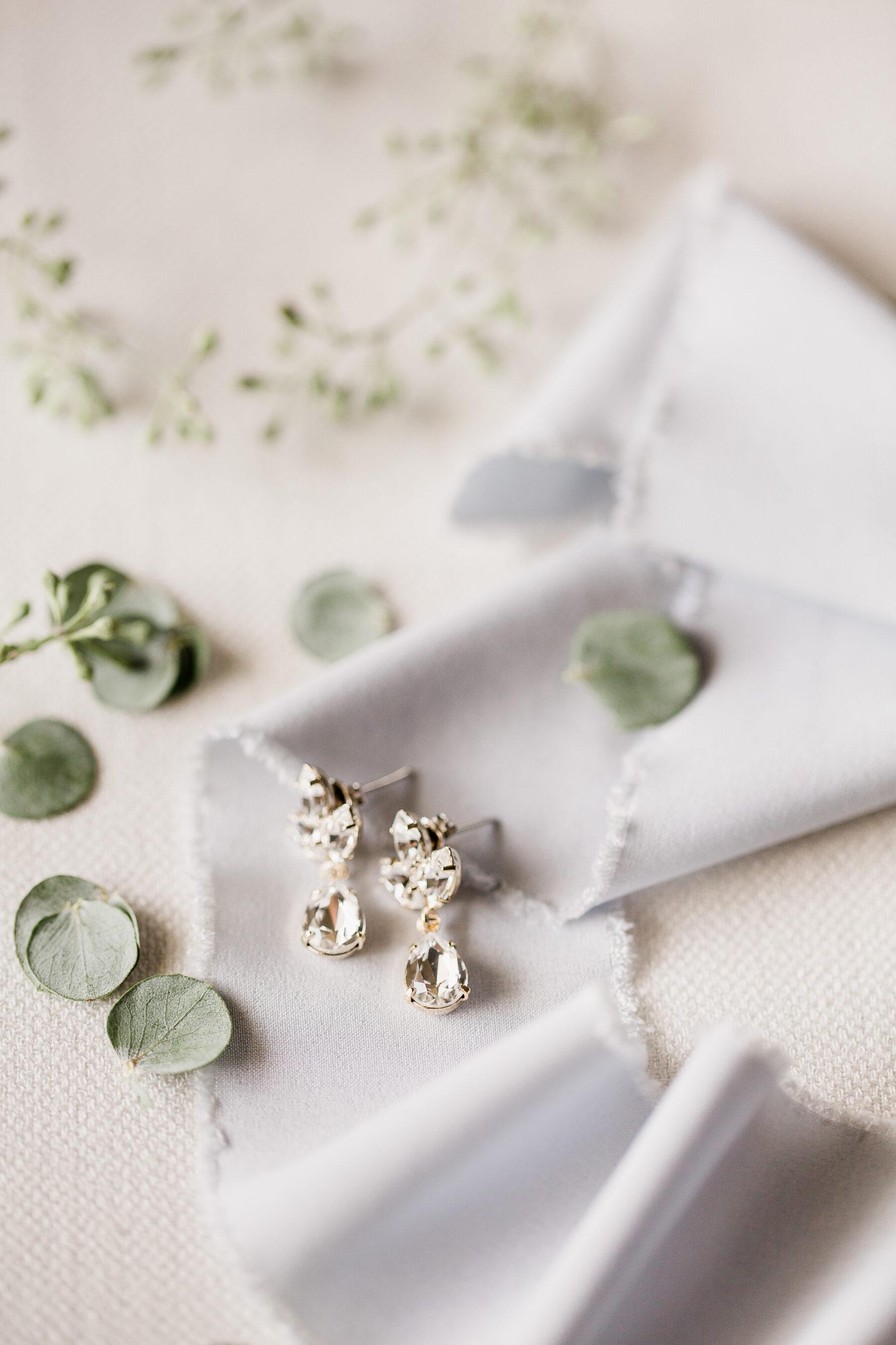 Tear drop wedding earrings | Nashville Bride Guide