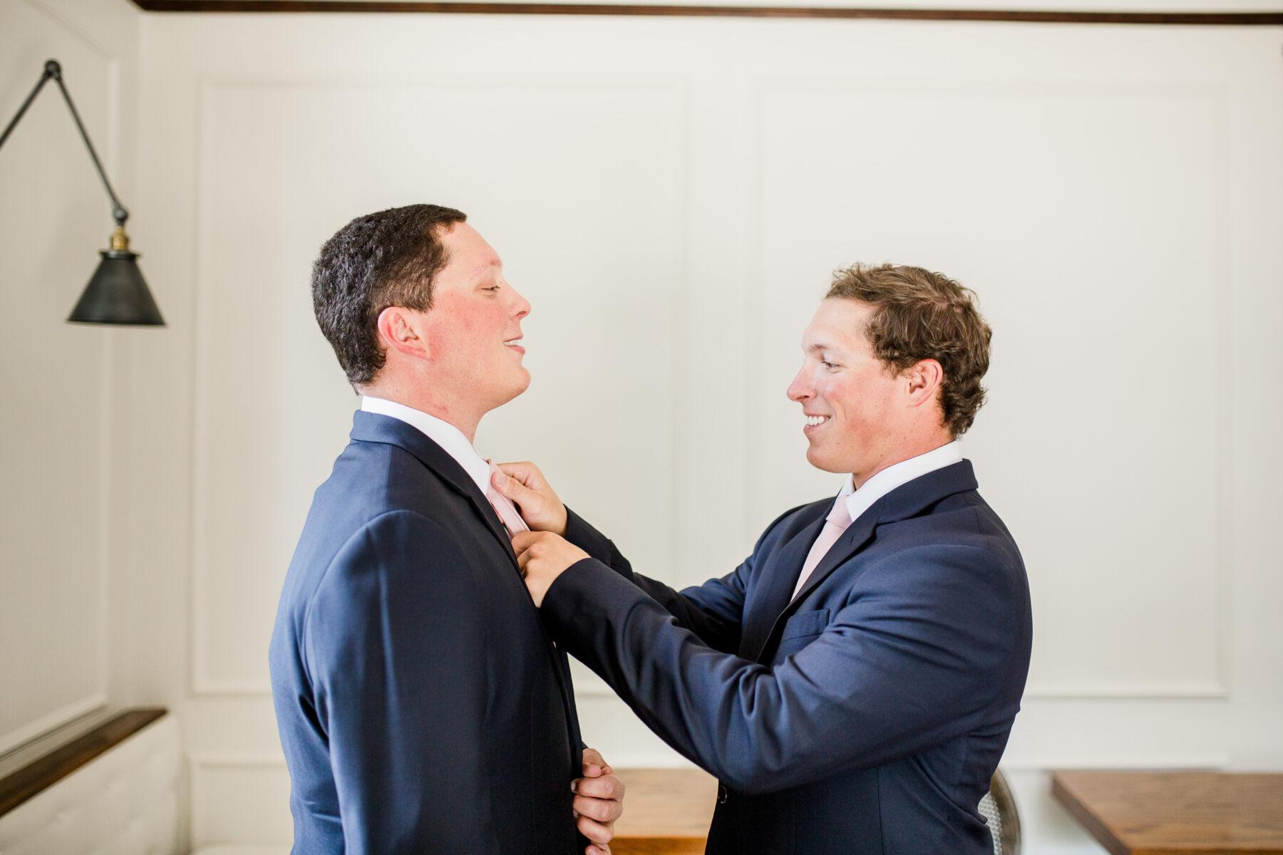 Navy blue grooms tuxedo | Nashville Bride Guide