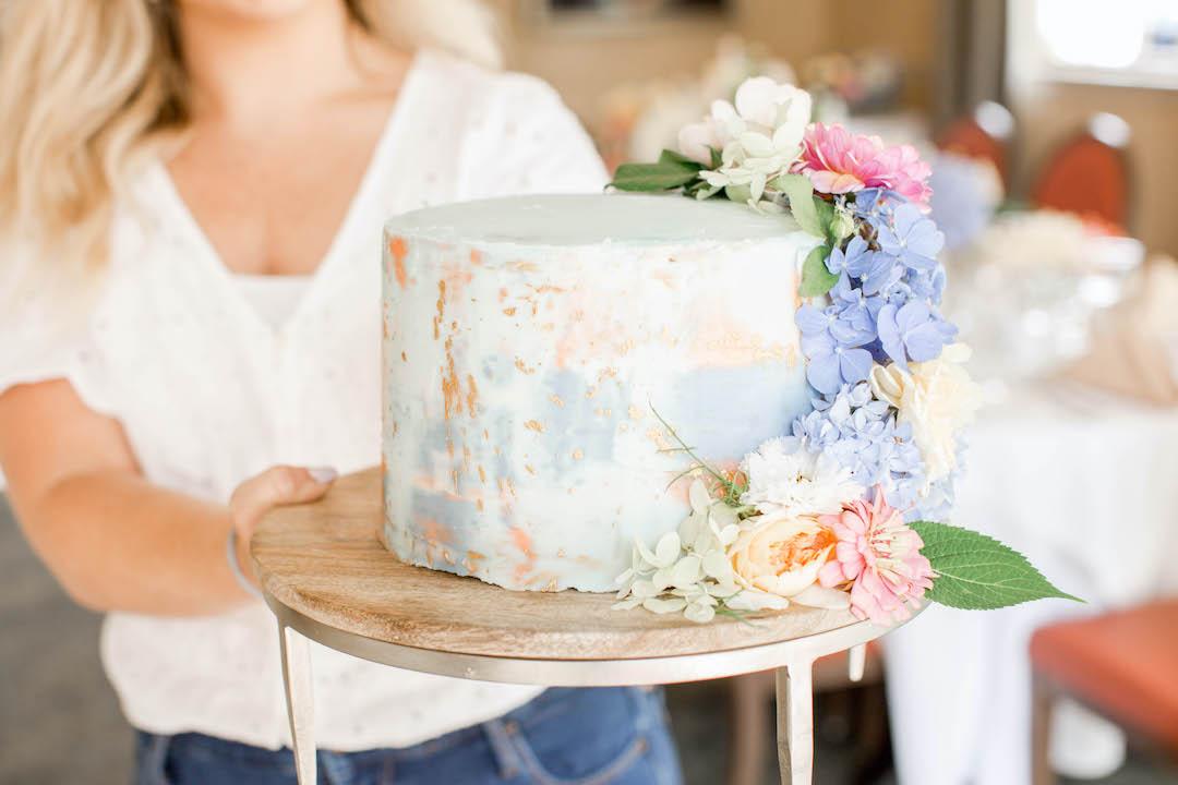 Speckled gold modern wedding rehearsal dinner cake design | Nashville Bride Guide