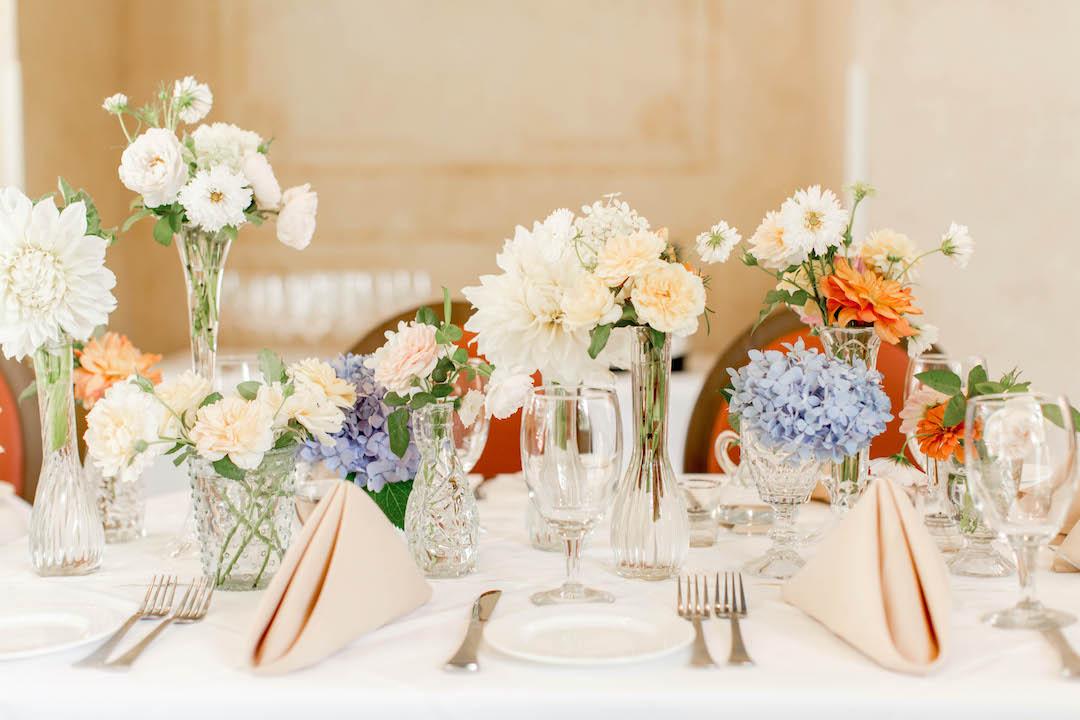 Light and airy wedding rehearsal dinner decor | Nashville Bride Guide