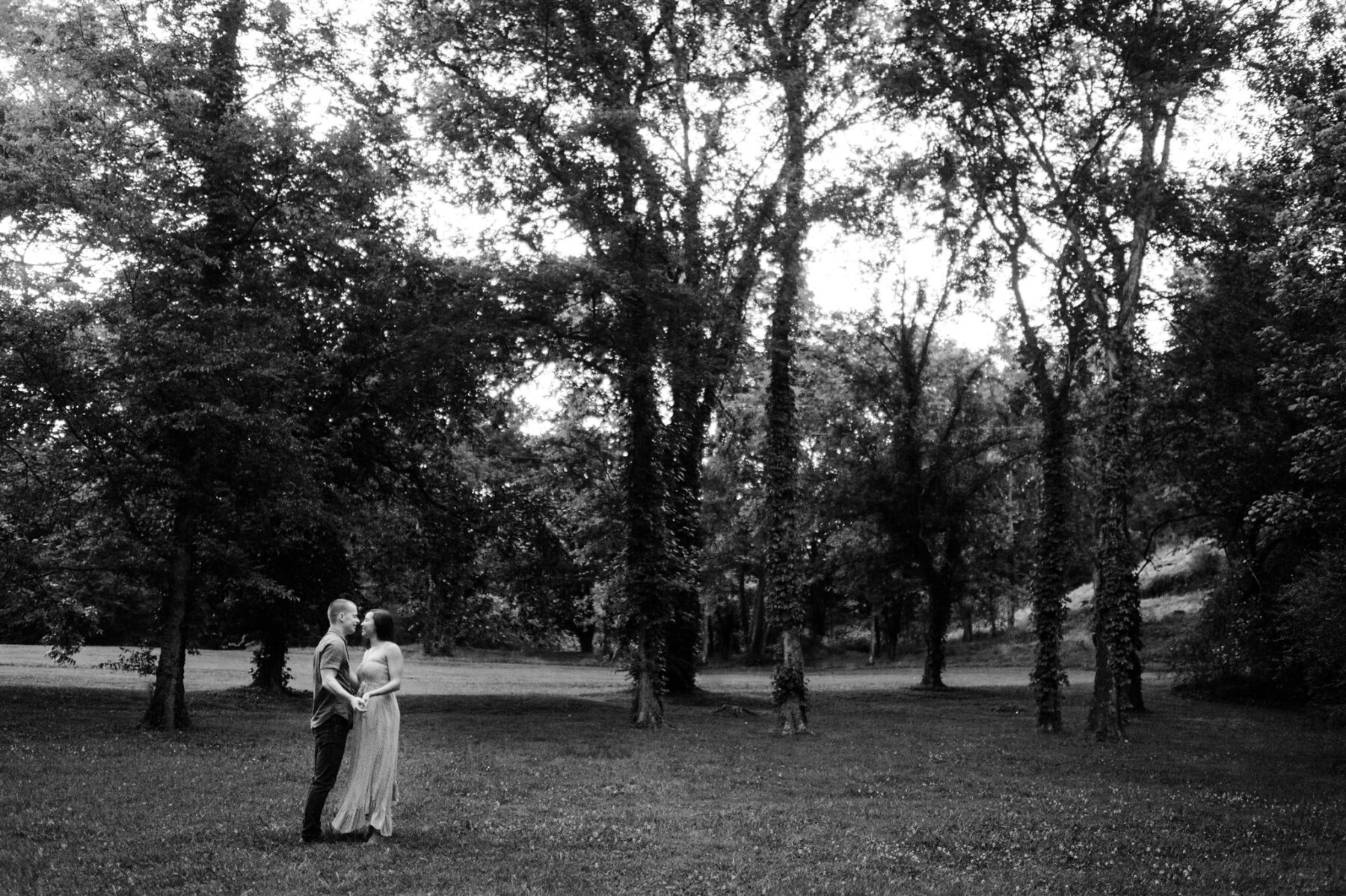 Downtown Franklin Engagement Session | Sara Bill Photography | Nashville Bride Guide